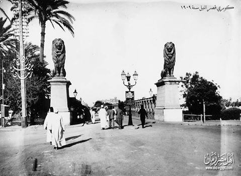 القاهرة - كوبري قصر النيل القديم سنة 1909 .