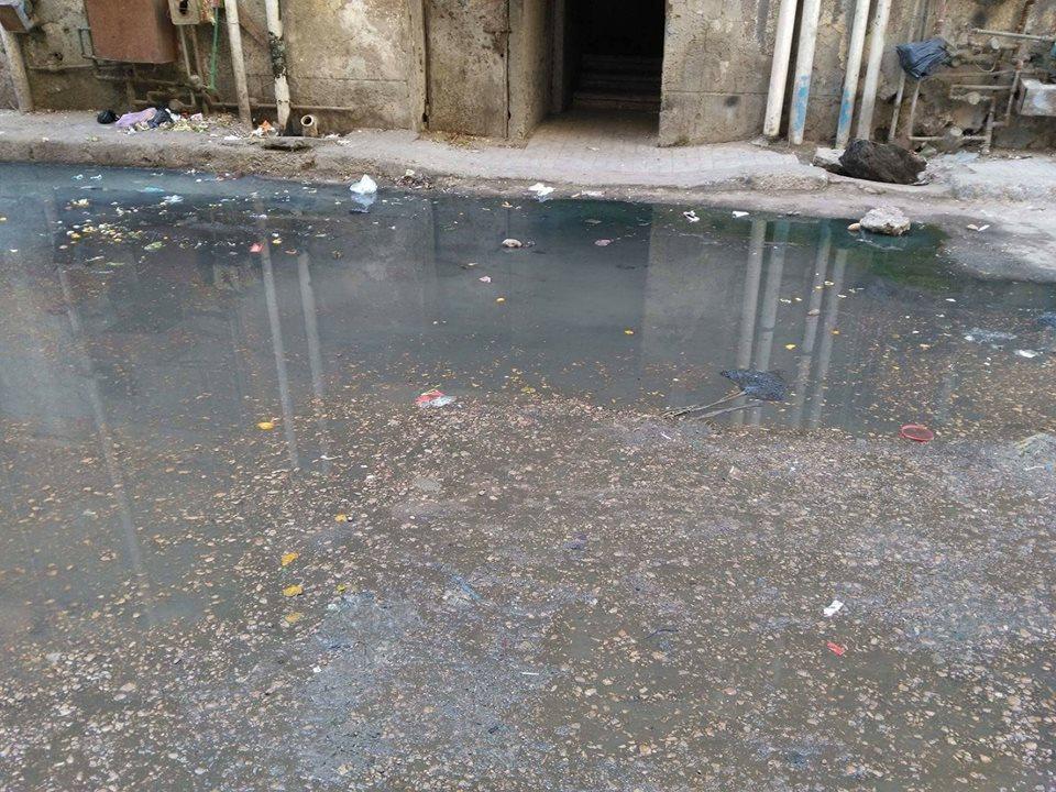 بالصور..مياه الصرف الصحي تحاصر سكان مساكن الإنشاءوالتعمير بافلاقة بالبحيرة