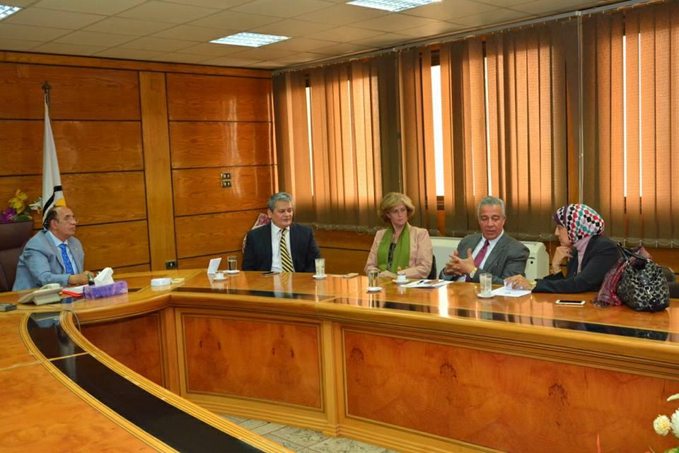 هيئةالمعونة الأمريكية في اجتماع مع رئيس جامعة أسيوط لبحث سبل التعاون