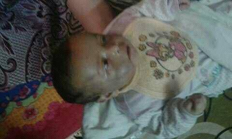 اب يعذب طفلة الرضيع حتي الموت