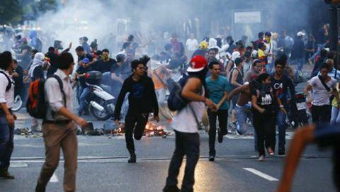 اشتباكات في فنزويلا بين الأمن ومحتجين مناهضين لمادورو