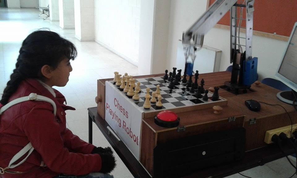جنى عثمان تستعد لبطولة العرب للشطرنج بتحديها الروبوت