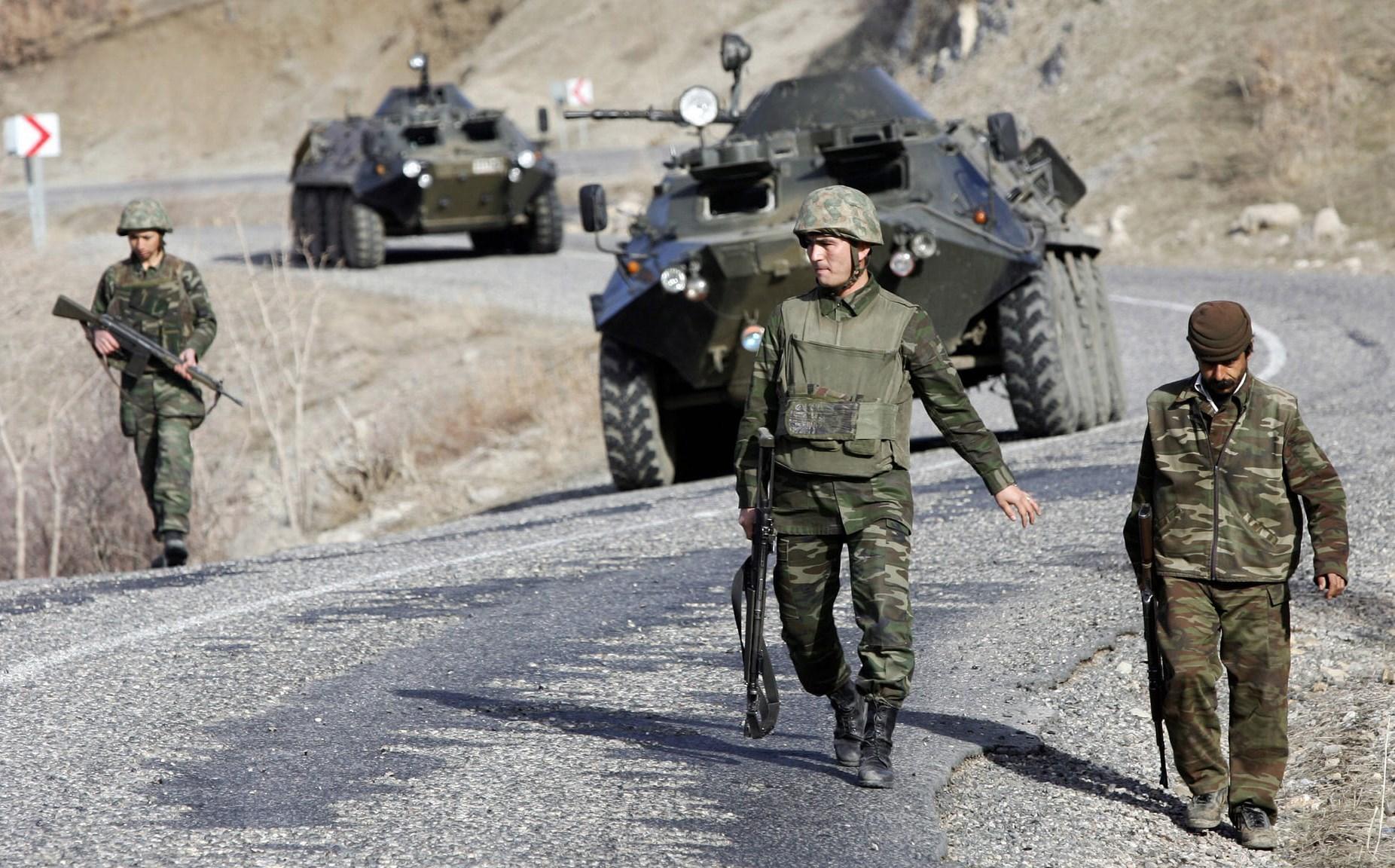 تساؤلات حول عدم مغادرة الولايات المتحدة الامريكية من سوريا