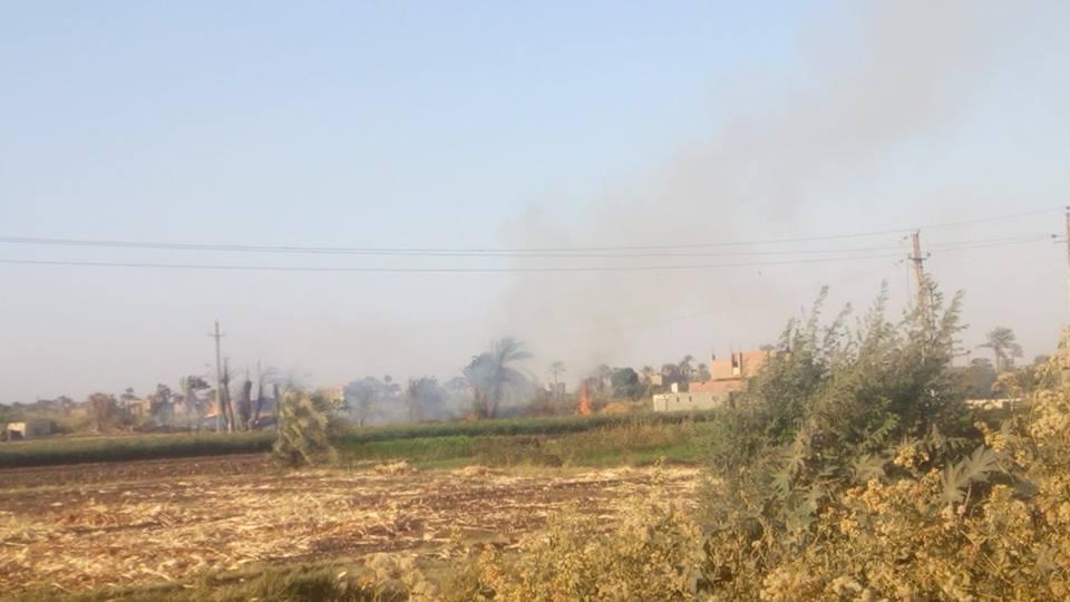 حريق هائل يلتهم أربع منازل بالشنجلة بقرية الزرابي بأبوتيج