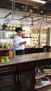 شيف مصري يطلق أول مبادرة عربية لتعليم الطبخ للشباب بالمجان