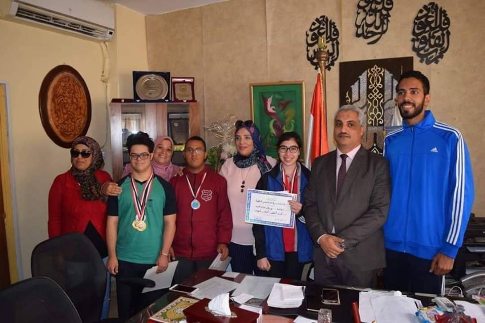 بالصور تكريم  مدير إدارة شرق مدينه نصر لطلاب مدرسة هارفرد