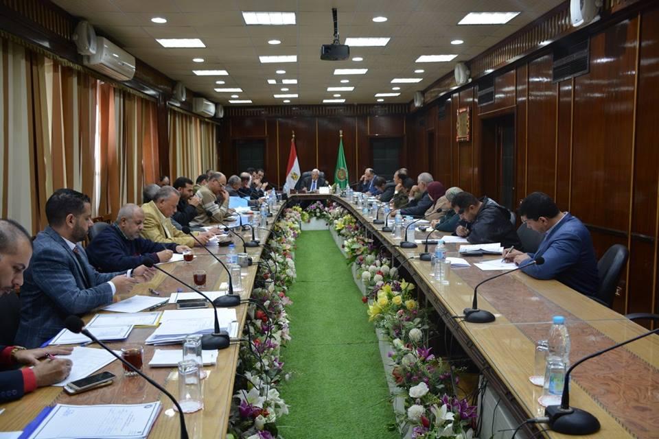 محافظ الدقهلية يعقد اجتماعه الأسبوعي مع أعضاء مجلس النواب