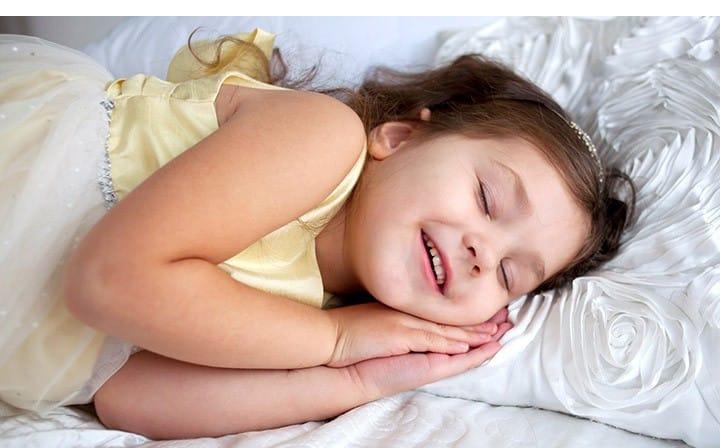 تكلم الاطفال اثناء النوم الاسباب والعلاج