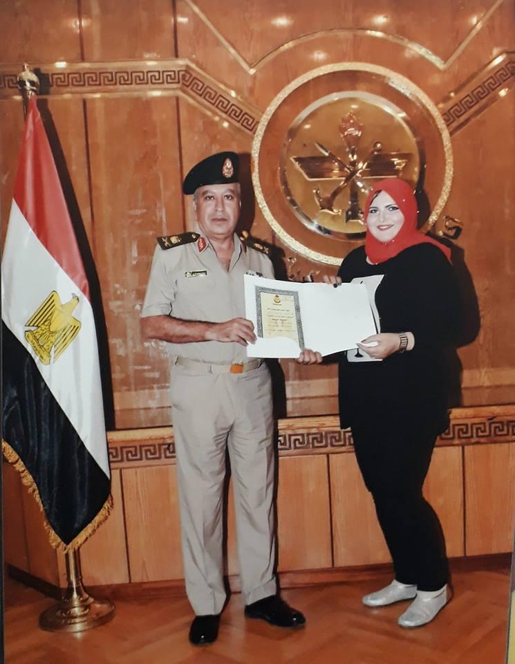 الإعلامية رشا محمدي تجتاز دورة إدارة الأزمات و التفاوض بكلية الدفاع الوطني