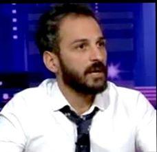 """""""خبير تجميل لبناني"""" يكشف خطورة مستحضرات التجميل """"المضروبة""""بورشة فتيات الضيافة الجوية بالقاهرة."""