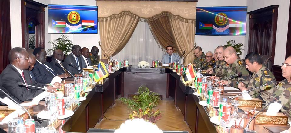 وزير الدفاع يلتقى رئيس اللجنة الوطنية للمرحلة ماقبل الإنتقالية ومستشار رئيس جنوب السودان