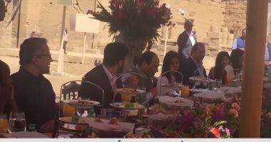 بالفيديو السيسى يتناول وجبة الافطار مع الشباب العربي والأفريقي