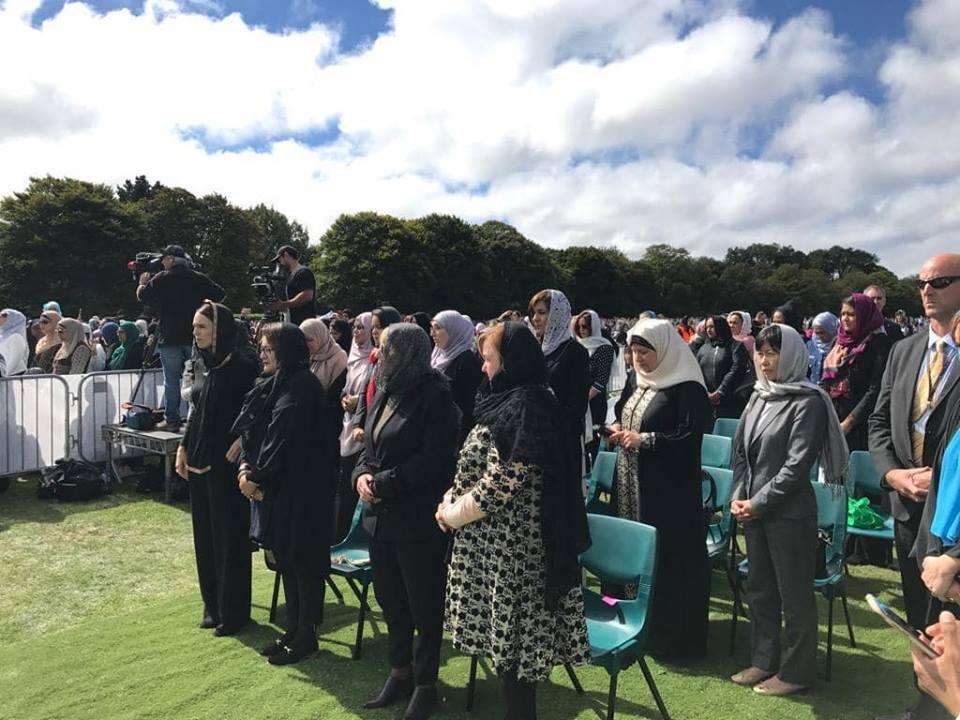 السفير المصري يشارك في مراسم دفن الشهداء المصريين بحادث المسجديّن
