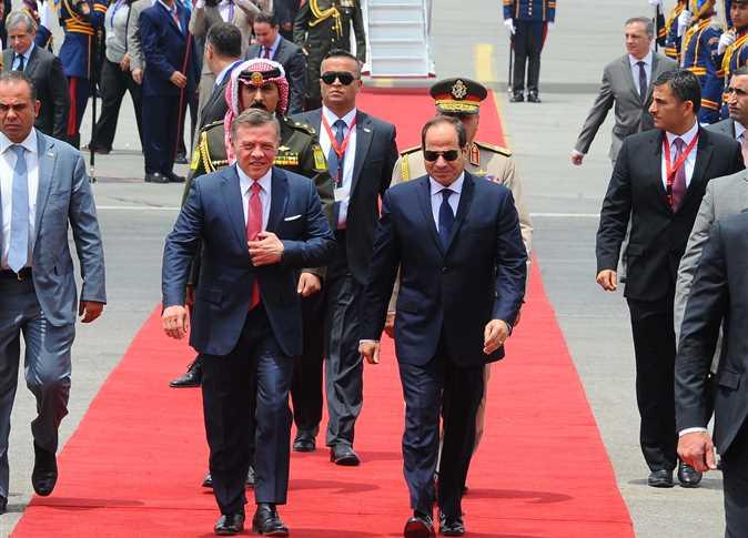 الرئيس السيسي يودع ملك الأردن بمطار القاهرة