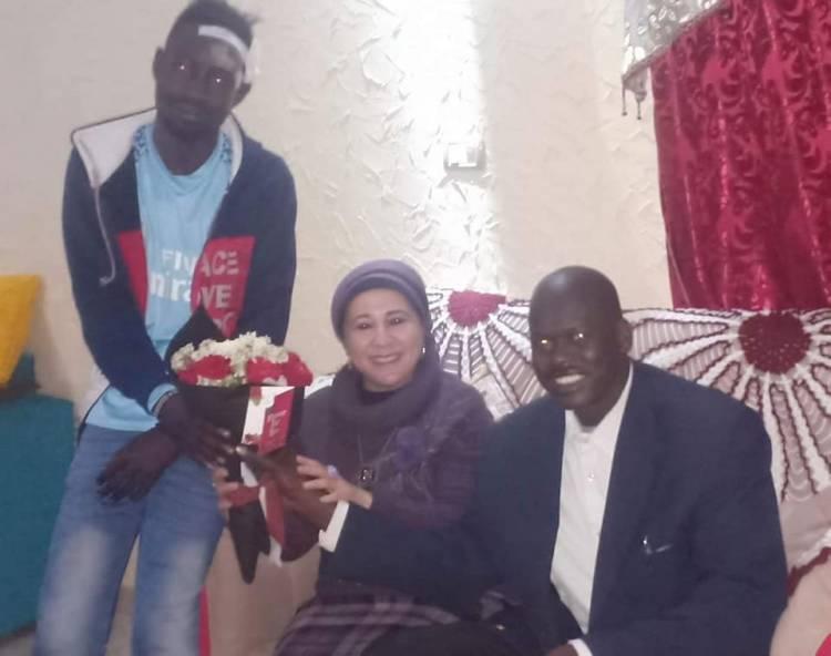 سفيرة السلام الشعبى الافريقى تقوم بزيارة طالب جنوب افريقيا المصاب