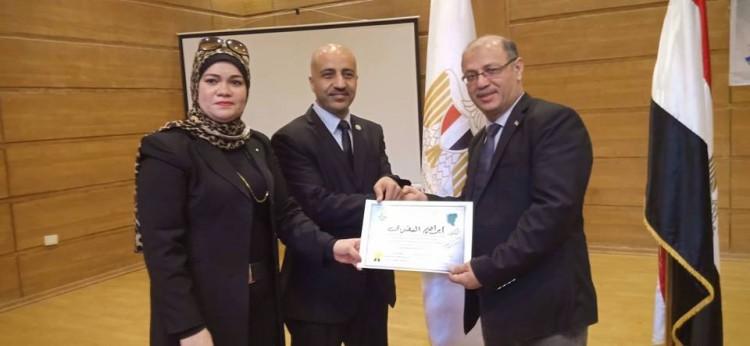 تكريم رئيس صالون تحيا مصر بمؤتمر المرأه المصرية