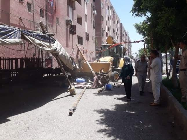حملات لإزالة الاشغالات والتعديات على حرم الطريق بمركز ومدينة أبوتيج في أسيوط