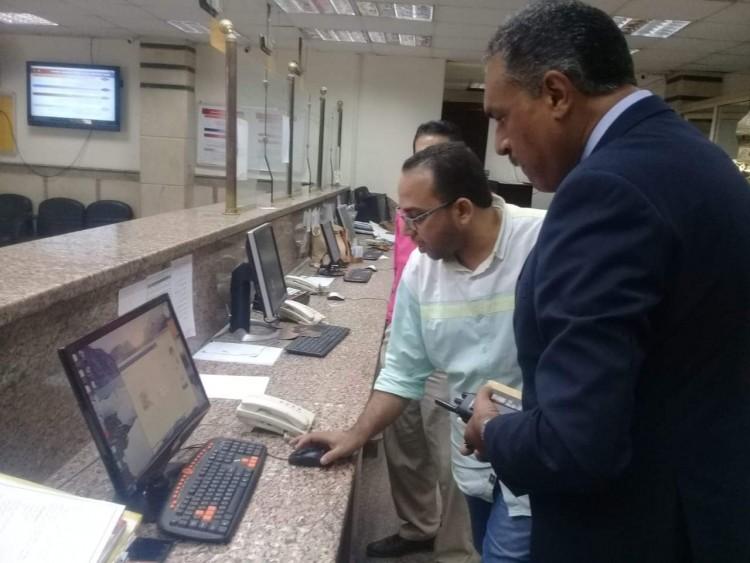 رئيس حي شرق مدينة نصر يستجيب لشكوي المواطنين و يتفقد سير العمل بالمركز التكنولوجي