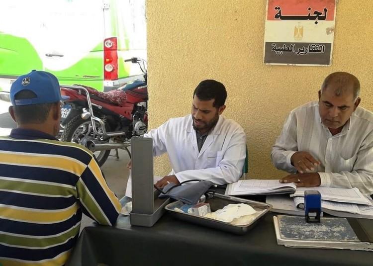 إجراء الكشف الطبى المجانى لـ ٣٦٠٠ مواطن بأسوان