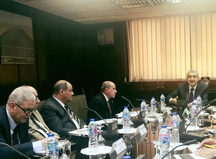 وزير الكهرباء يجتمع مع رؤساء شركات توزيع الكهرباء التسع