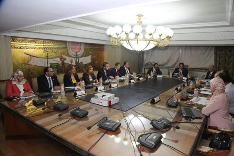 """وزير التعليم العالي يترأس الإجتماع التمهيدي للمبادرة القومية """" رأس مالنا عمالنا"""""""