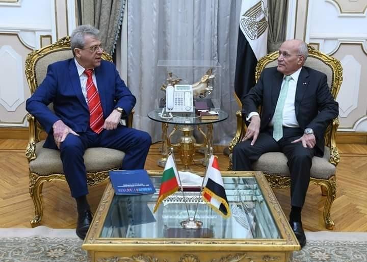 """"""" العصار"""" يبحث أوجه التعاون المشترك مع سفير جمهورية بلغاريا بالقاهرة"""