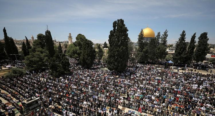 وسط حملة اعتقالات... الشرطة الإسرائيلية تقتحم الأقصى وتعتدي على المصلين