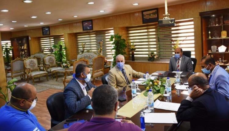 محافظ أسوان يترأس الإجتماع الدورى لخلية إدارة أزمة الكورونا بالمحافظة
