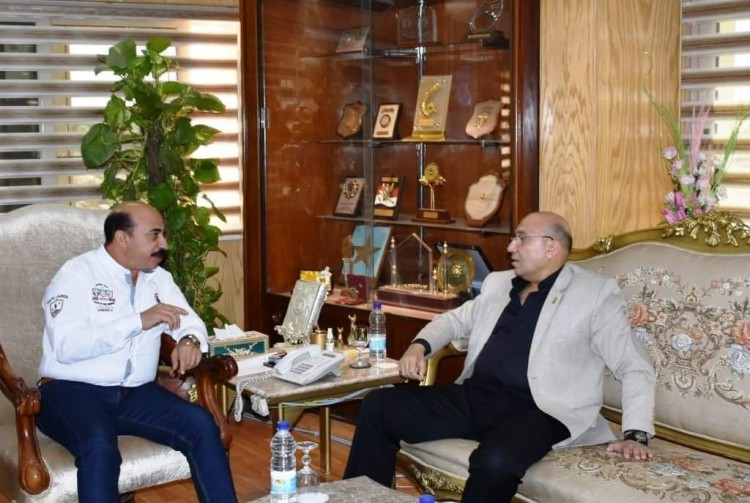 محافظ أسوان يناقش مع مدير الأمن إعادة الانضباط للشارع الأسواني
