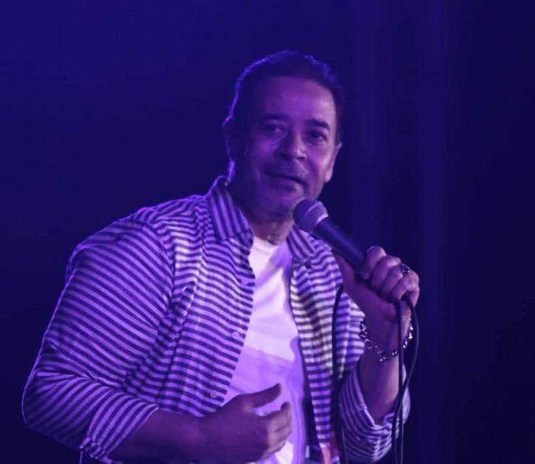 مدحت صالح يتالق بايقونات من مشواره الفنى على مسرح النافورة