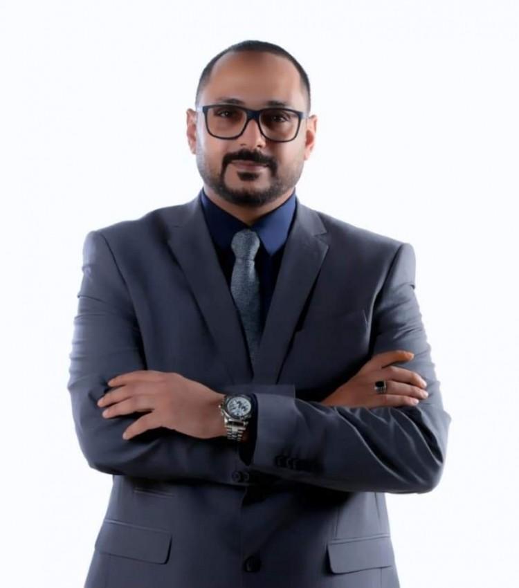 """دكتور أحمد عبدالشافي ينتهي من كتابه الجديد """"إدارة الأزمات"""""""