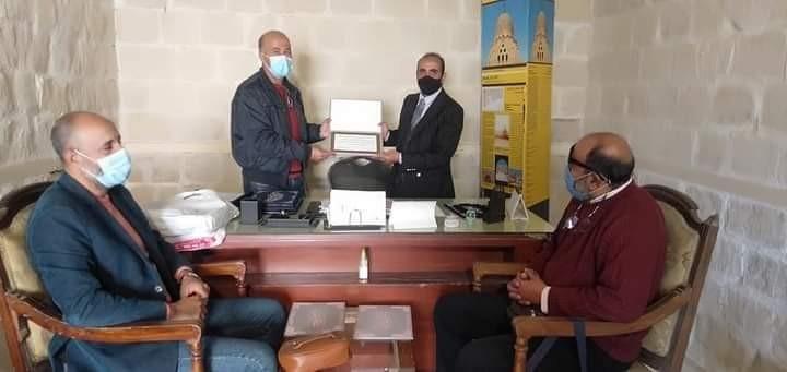 مدير عام آثار الإسكندرية يكرم أعضاء البعثة المصرية لحفائر كوم الناضورة