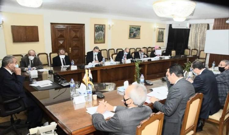 وزير التموين يبحث استعدادات موسم إنتاج سكر البنجر