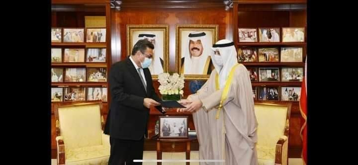 سفير مصر بالكويت يُسلم رسالة من رئيس الجمهورية