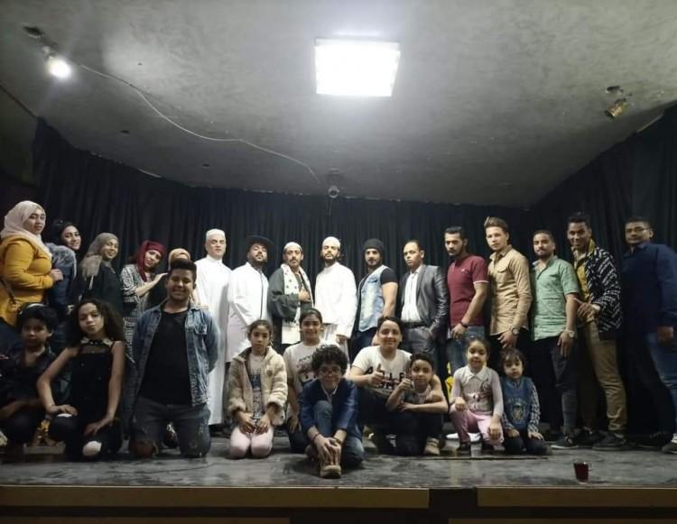 فرقة ساعة سعادة تقدم مسرحية الدنيا سيرك ومدرسة خلال موسم العيد