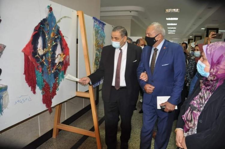 رئيس جامعة كفر الشيخ يفتتح 5 معارض فنية لطلاب النوعية