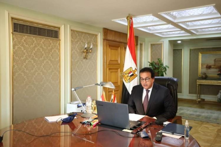 وزير التعليم العالى والبحث العلمى يتلقى تقريرًا حول جهود مركز بحوث وتطوير الفلزات خلال شهر مايو الماضي