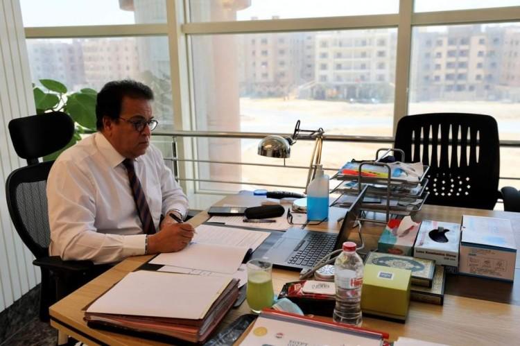 وزير التعليم العالي يستعرض تقريرًا حول الخطة الشاملة لتطوير منشآت ومرافق معهد إعداد القادة