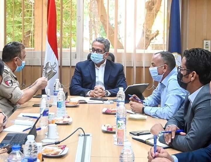وزير السياحة يناقش مستجدات الأعمال بالمتحف المصرى الكبير