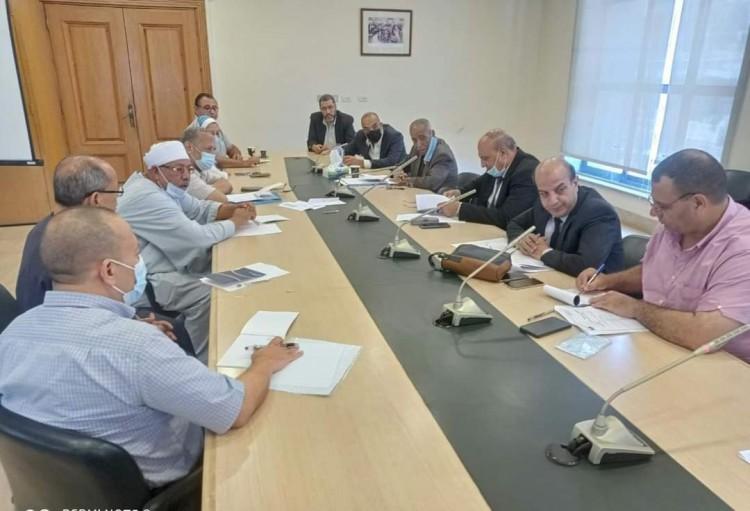 خليل و سعد الله يناقشان مقترحات تجار الخضار والفاكهة حول سوق برج العرب الجديد