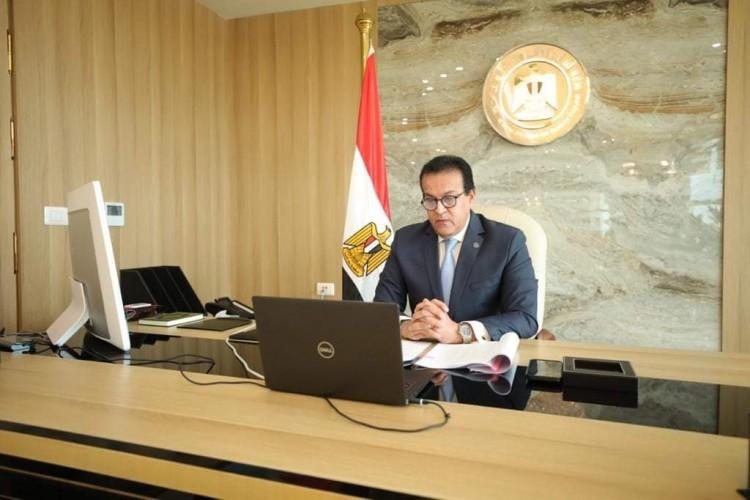 وزير التعليم العالي يستعرض تقريرًا حول فعاليات الاحتفال بنصر أكتوبر في الجامعات والمعاهد