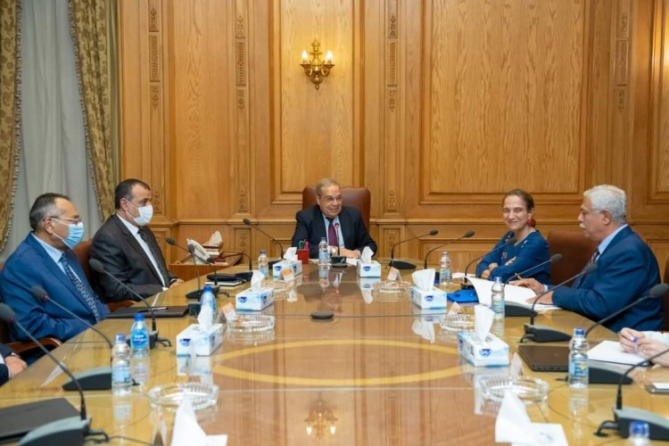 """وزير الدولة للإنتاج الحربى يبحث مع """"سفيرة كولومبيا""""  تعزيز العلاقات الإقتصادية والإستثمارية"""