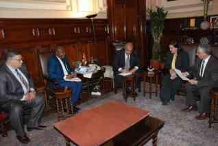 وزير الزراعة يستعرض مع مدير مركز الارز الافريقي جهود مصر في تحسين انتاجية المحصول
