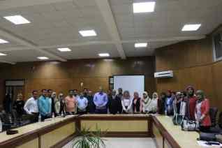 رئيس جامعة جنوب الوادي يتابع ورش عمل نموذج محاكاة الجامعة المصرية