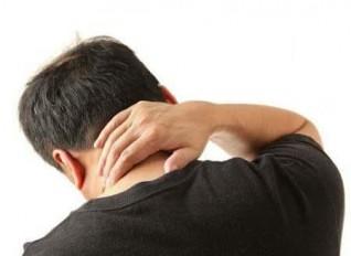 طقطقة رقبة تتسبب في كارثة لأحد الأشخاص