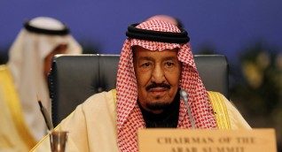 ملك السعودية يدعو لاجتماع طارئ لقادة العرب والخليج