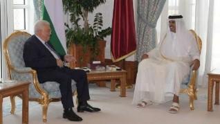 أمير قطر يجتمع مع الرئيس الفلسطيني