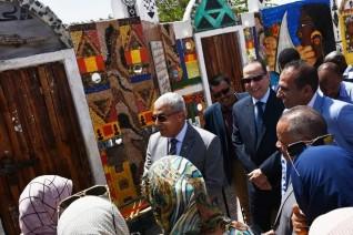 محافظ أسوان يدشن الأعمال الفنية لجدارية حديقة درة النيل