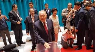 بالصور ..الرئيس الأول لكازاخستان يدلي بصوته في الانتخابات الرئاسية