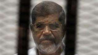 وفاة محمد مرسى العياط بعد إصابته بإغماء أثناء جلسة محاكمته بقضية التخابر
